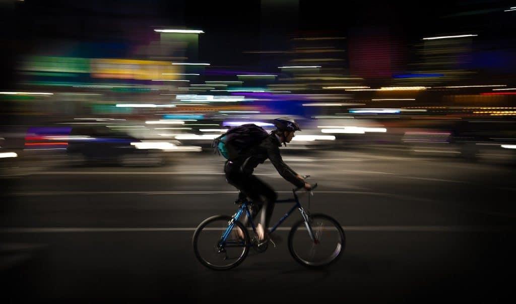 שליח על אופניים