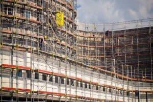 בניין בבנייה